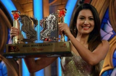 Gauhar Khan with the Trophy