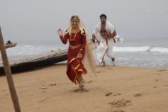 Jai and Nazriya Nazim still from film Thirumanam Ennum Nikkah