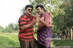 Jayaram and Manoj K. Jayan in Malayalam Movie Onnum Mindathe