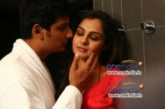 Jiiva with Andrea Jeremiah still from film Endrendrum Punnagai