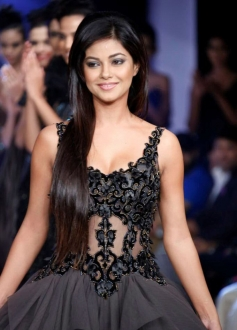 Meera Chopra walks the ramp at the Hyderabad International Fashion Week 2013 Day 04