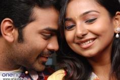 Mithun and Mridhula in Tamil Movie Chikkiku Chikkikichu