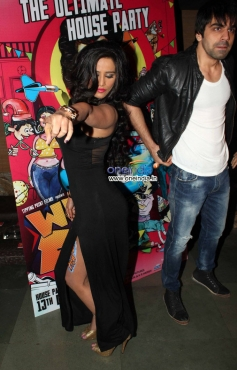 Poonam Pandey dances at What The Fish film party