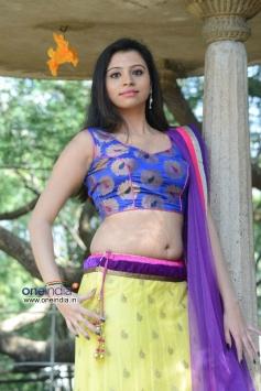 Priyanka at Oka Choopuke Padipoya Movie Launch