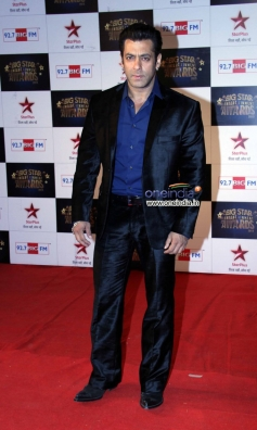 Salman Khan at the Big Star Entertainment Awards 2013