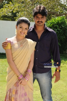 Saranya Mohan and Amal still from film Kolagalam
