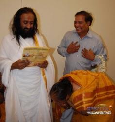 Sarvagna Matte Hutti Baa Film Team Meets Ravi Shankar (Spiritual Leader)