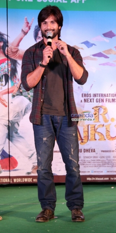 Shahid Kapoor addressing media during the promotion of his film R Rajkumar at Infiniti Mall Malad