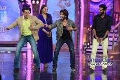 Shahid Kapoor along with Salman Khan performs during R Rajkumar film promotion at Bigg Boss 7