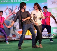Shahid Kapoor and Sonakshi Sinha performs at Infiniti Mall Malad