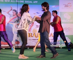 Shahid Kapoor and Sonakshi Sinha performs for Saree Ke song during their film R Rajkumar promotion