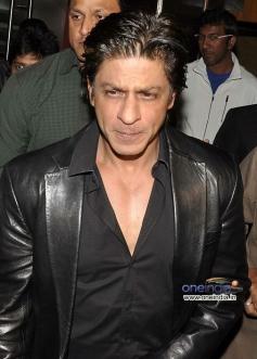 Shahrukh Khan arrives during the Jackpot movie premiere