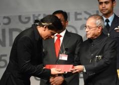 Shahrukh Khan honoured by the President of India Pranab Mukherjee