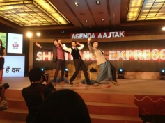 Shahrukh Khan performs for Lungi dance song during the Agenda Aaj Tak program