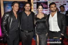Shahrukh Khan poses with Jackpot film starcast
