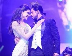 Shahrukh Khan shake a leg with Deepika Padukone at Access All Areas concert
