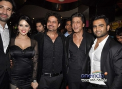 Shahrukh Khan welcomed by the film Jackpot starcast at PVR