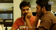 Silambarasan and Sathish still from film Sattendru Maarudhu Vaanilai