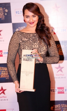 Sonakshi Sinha at the Big Star Entertainment Awards 2013