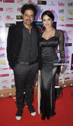 Sunny Leone with Kaizad Gustad  during the Jackpot movie premiere