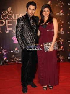 Vivian Dsena with his wife Vahbbiz Dorabjee at Colors Tv 3rd Golden Petal Awards 2013