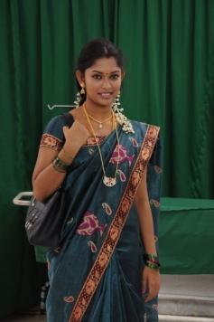 13M Pakkam Parkka Movie Actress in Saree