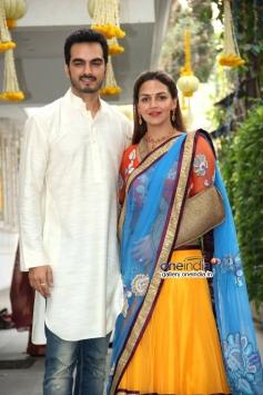 Esha Deol with her husband Bharat Takhtani at Ahana Deol and Vaibhav Vora's mehndi ceremony