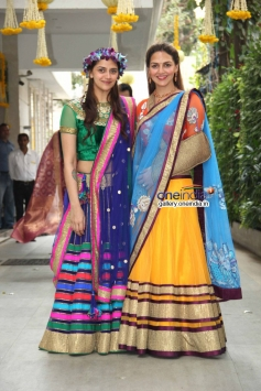 Ahana Deol with her sister Esha Deol on her mehndi ceremony