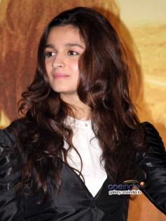 Alia Bhatt at her film Highway media interaction