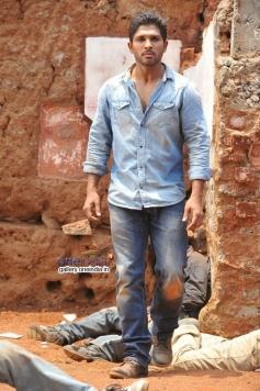 Allu Arjun still from Yevadu Movie