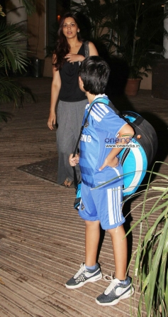 Sonali Bendre along with her son snapped at Mumbai airport