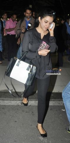 Asin snapped at Mumbai airport