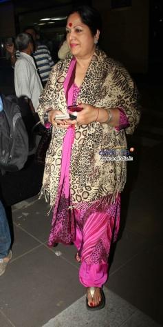 B-town celebs snapped at Mumbai airport