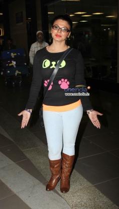 Rakhi Sawant snapped at Mumbai airport