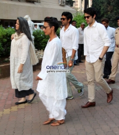 Celebrities arrive at Farooq Sheikh's funeral
