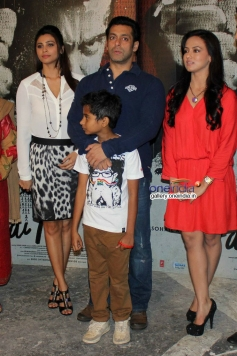 Salman Khan with Daisy Shah and Sana Khan during the Jai Ho film promotion at Mehboob Studio Bandra