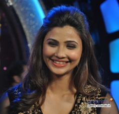 Daisy Shah on the sets of Zee tv show Dance India Dance for Jai Ho film promotion