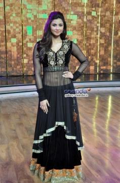 Daisy Shah promotes Jai Ho on Dance India Dance