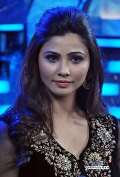 Daisy Shah promotes Jai Ho on Zee tv show Dance India Dance