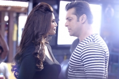Daisy Shah and Salman Khan in Bollywood Movie Jai Ho