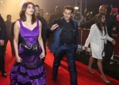 Daisy Shah and Salman Khan walks on the redcarpet during the Jai Ho film premiere at Dubai