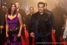 Daisy Shah with Salman Khan during the Jai Ho film premiere at Dubai