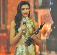 Deepika Padukone speaks after receiving the Best Actor in Leading Role (Female)