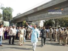 Ananth Kumar Arriving to Dr Rajkumar's Statue Inauguration