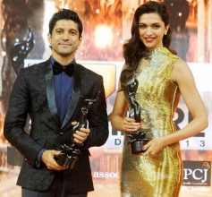 Filmfare award winners Farhan Akhtar and Deepika Padukone pose for the camera