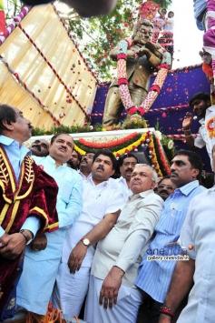 Flower petals showered on Raj statue