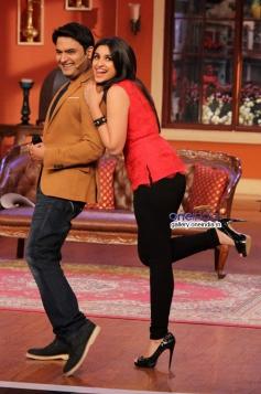 Kapil Sharma poses with Parineeti Chopra on the sets of Comedy Nights with Kapil