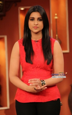 Parineeti Chopra promotes Hasee Toh Phasee on  the sets of Comedy Nights with Kapil