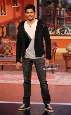 Sidharth Malhotra on the sets of Comedy Nights with Kapil