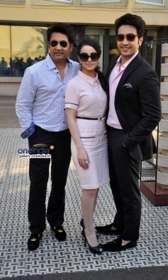 Heartless film stars Shekhar Suman, Ariana Ayam and Adhyayan Suman during a promotional event